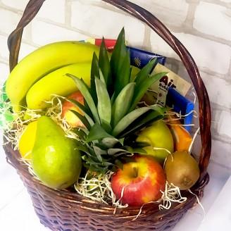 Подарунковий набір Кошик асорті фрукти та шоколад