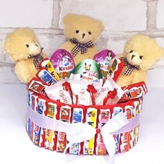 Букет из конфет Тортик Киндер и мишки