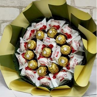Букет из конфет Ферреро роше и Рафаэлло люкс