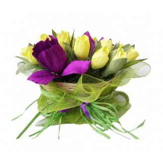 Корзинка тюльпанов с ирисами