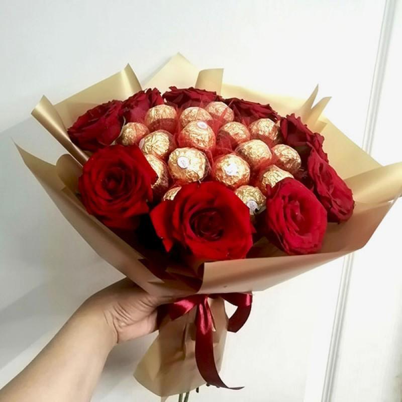 Букет з цукерок Троянди та ферреро роше