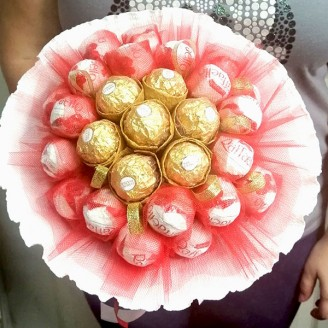 Букет з цукерок Ферреро роше та рафаелло 27