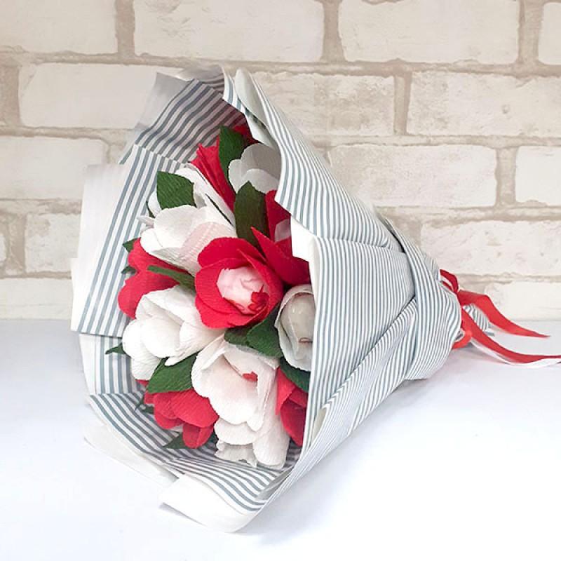 Букет з цукерок Тюльпани 19 біло-червоні рафаелло