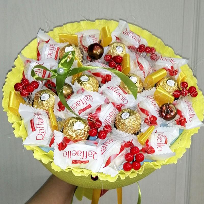 Букет з цукерок рафаело та ферреро роше Осінь