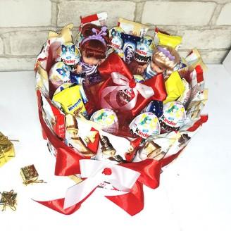 Букет из конфет Тортик киндер и куклы