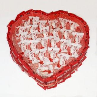 Букет из конфет Сердце рафаэлло кит кат