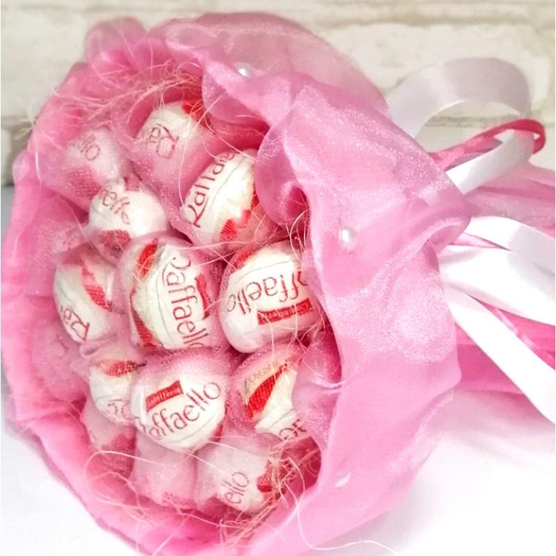 Букет з цукерок Рафаелло ніжно-рожевий