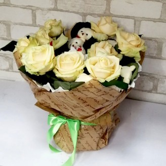 Букет из игрушек Мишки, розы и рафаэлло