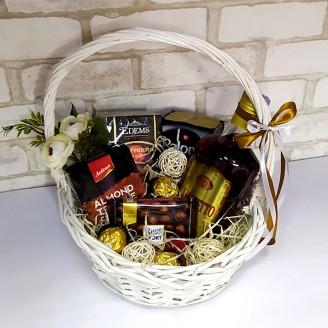 Подарочный набор Корзина амаретто, кофе, шоколад