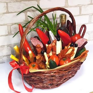 Подарочный набор Корзина сыры, колбасы, алкоголь