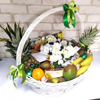 Подарунковий набір Кошик квіти, фрукти, цукерки