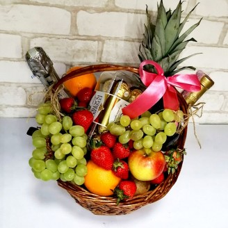 Подарунковий набір Кошик фрукти, асті, вино, шоколад