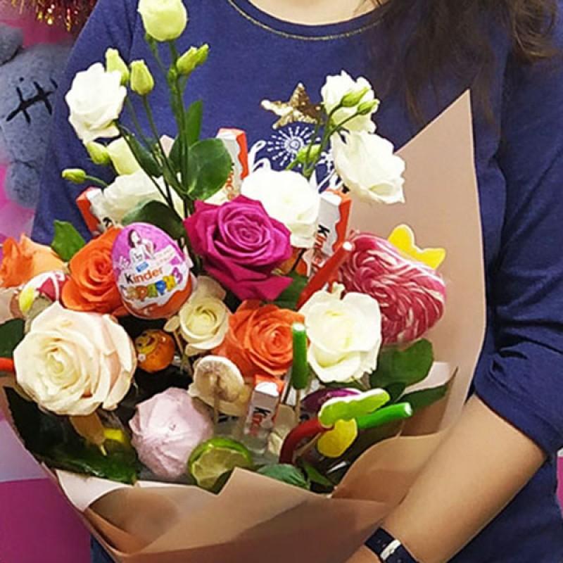 Букет из цветов со сладостями