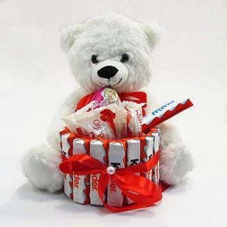 Букет из игрушек Мишка с Киндер и рафаэло