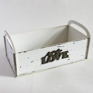 Декоративная белая коробка с надписью Love