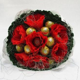 Букет из конфет Фереро роше 15 красно-золотой Крафт