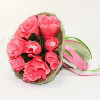 Букет из конфет Розы 15 Рафаэлло коралловые