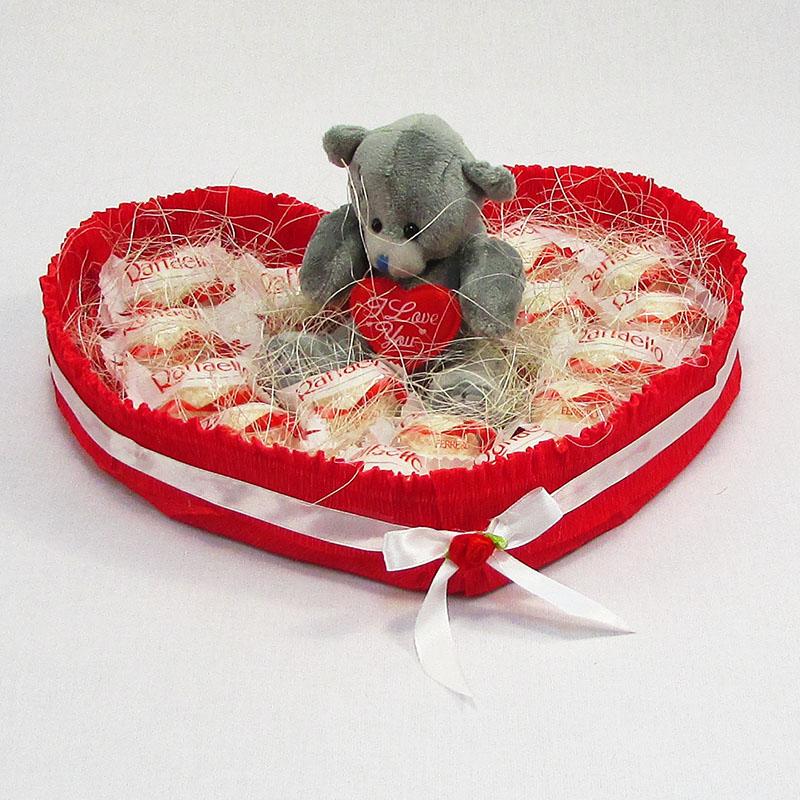 Букет из конфет Сердце из рафаэлло 15 с мишкой Тедди