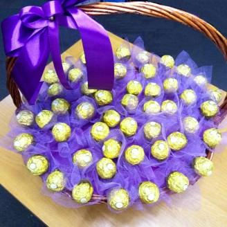 Букет з цукерок Ферреро роше 51 в кошику