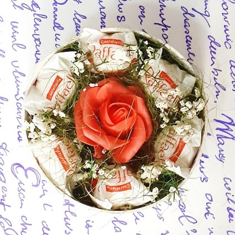 Букет из конфет Рафаэлло 7 в шляпной коробке