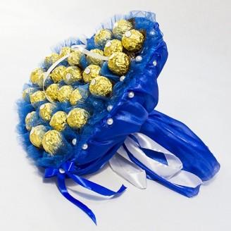 Букет из конфет Сердце из Ферреро роше 27 синее