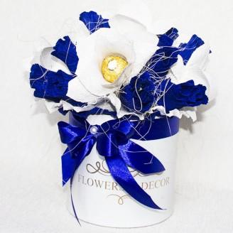 Букет из конфет Сине-белый 17 в шляпной коробке