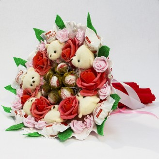Букет з іграшок Ведмедики 6 з рафаелло і трояндами