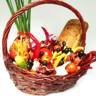 Подарочный набор Корзина сыры и колбасы