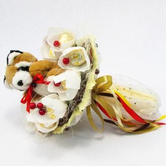 Букет из игрушек Енот с конфетами в кофейном стиле