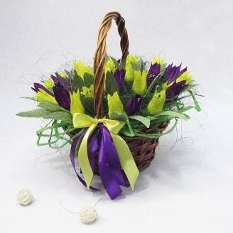 Букет из конфет Корзина с тюльпанами