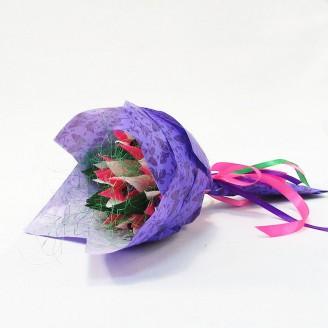 Букет из конфет Тюльпаны 7 бело-розовый Крафт