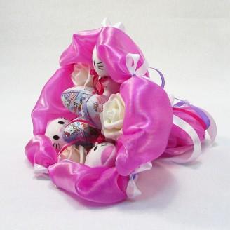Букет из игрушек Котики  и Киндер Сюрприз 3+3 ярко-розовый