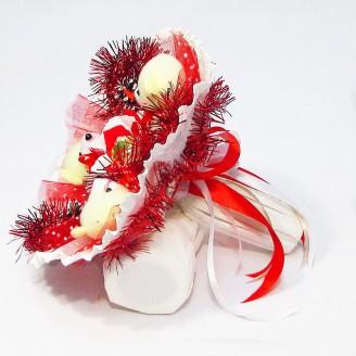 Букет из игрушек и конфет Мишки новогодний красный