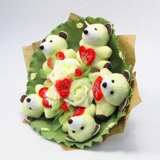 Букет из игрушек Мишки 5 бело-красные с сердцами Крафт