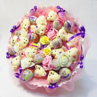 Букет из игрушек Мишки 12 с Киндер сюрприз розовый