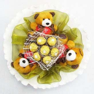 Букет из игрушек Мишки 3 коричневые с Фереро Роше
