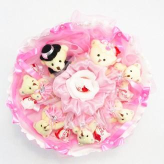 Букет из игрушек Мишки 7 с рафаэлло свадьба розовый