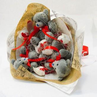 Букет из игрушек Тедди с Рафаэлло крафтовый