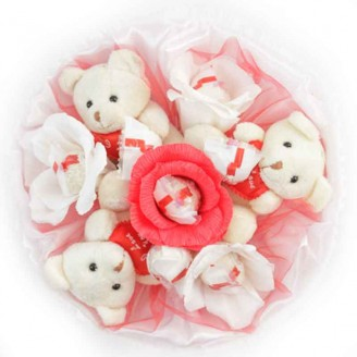 Букет из игрушек 3 Мишки с конфетами Рафаэлло