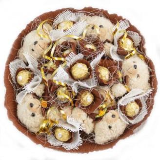 Букет из игрушек 5 Мишек с конфетами Ферреро Роше
