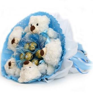 Букет из игрушек Мишки Зимний 5 мишек с конфетами Ферреро Роше