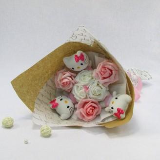 Букет из игрушек Котики 3 с розами розовый Крафт