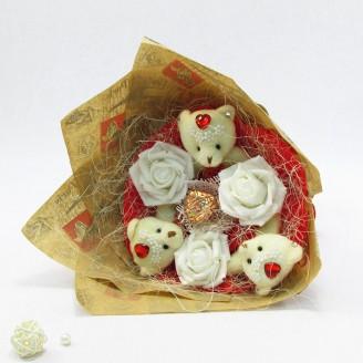 Букет з іграшок Ведмедики 3 з трояндами в бумазі