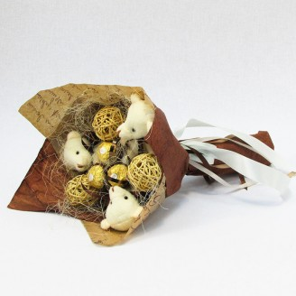 Букет из игрушек Мишки с конфетами Ферреро Роше 3 в бумаге Крафт