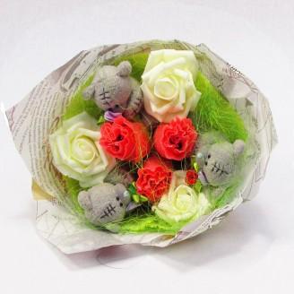 Букет з іграшок Ведмедики тедді з цукерками в трояндах
