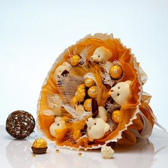 Букет из игрушек Мишки с конфетами Ферреро Роше 5 в золотом