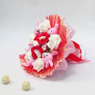 Букет из игрушек Зайки 5 с Рафаэлло розовый