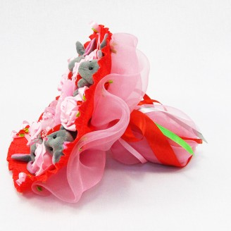 Букет из игрушек Зайки 5 серые в красном